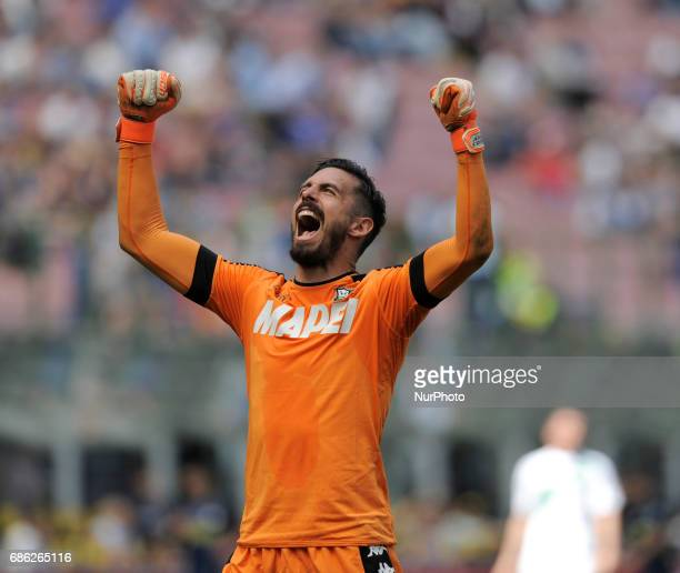Andrea Consigli of Sassuolo goalkeeper exult to victory during the Serie A match between FC Internazionale and US Sassuolo at Stadio Giuseppe Meazza...