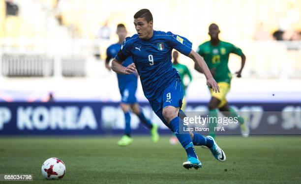 Andrea Favilli of Italy runs with the ball during the FIFA U20 World Cup Korea Republic 2017 group D match between South Africa and Italy at Suwon...