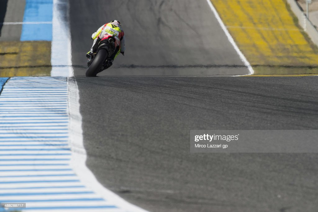 <a gi-track='captionPersonalityLinkClicked' href=/galleries/search?phrase=Andrea+Iannone&family=editorial&specificpeople=5314381 ng-click='$event.stopPropagation()'>Andrea Iannone</a> of Italy and Pramac Racing heads down a straight during the MotoGp tests at Circuito de Jerez on May 5, 2014 in Jerez de la Frontera, Spain.