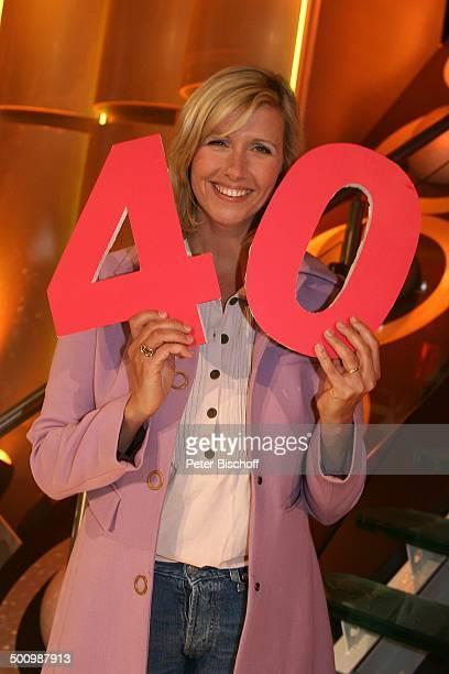 Andrea Kiewel ZDFShow '30 Jahre Discofieber' ZDFFernsehgarten Mainz PNr 523/2005 Moderatorin Promi AB Foto PBischoff Veröffentlichung nur gegen...