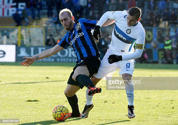 Andrea Masiello of Atalanta BC competes with Mauro Icardi of Internazionale Milano during the Serie A match between Atalanta BC and FC Internazionale...