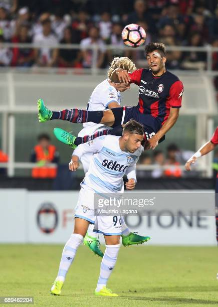 Andrea Nalini of Crotone competes for the ball in air with Alessandro Murgia of Lazio during the Serie A match between FC Crotone and SS Lazio at...
