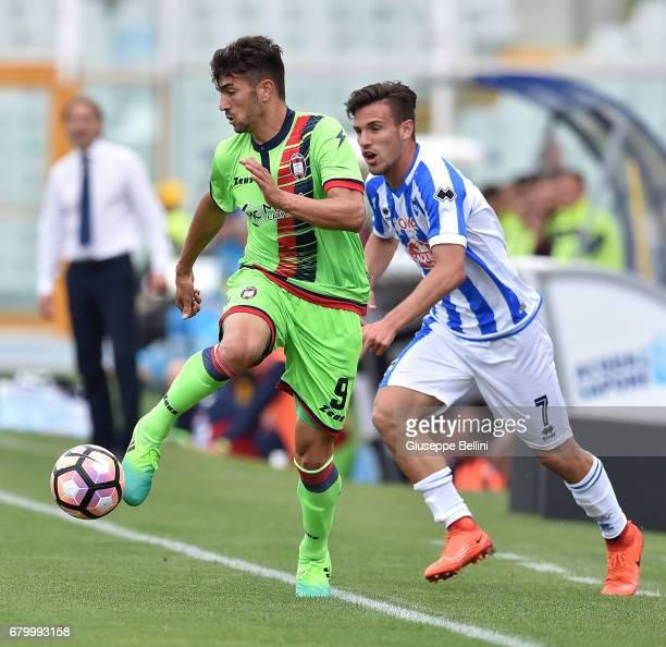 Andrea Nalini of FC Crotone and Valerio Verre of Pescara Calcio in action during the Serie A match between Pescara Calcio and FC Crotone at Adriatico...