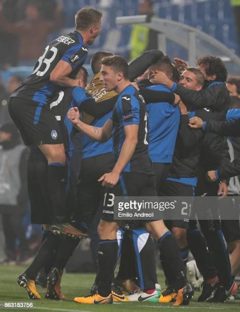 Andrea Petagna of Atalanta BC celebrates his goal with his teammates during the UEFA Europa League group E match between Atalanta and Apollon...