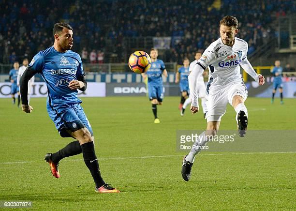 Andrea Petagna of Atalanta BC competes with Daniele Croce of Empoli FC during the Serie A match between Atalanta BC and Empoli FC at Stadio Atleti...
