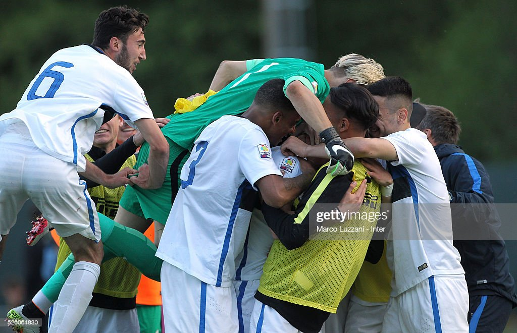 Andrea Pinamonti of FC Internazionale celebrates his goal with his team-mates during the juvenile match between AC Milan and FC Internazionale at Centro Sportivo Giuriati on April 29, 2016 in Milan, Italy.