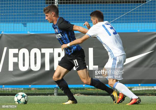 Andrea Pinamonti of FC Internazionale competes for the ball with Illia Malyshkin of Dynamo Kiev during the UEFA Youth League Domestic Champions Path...