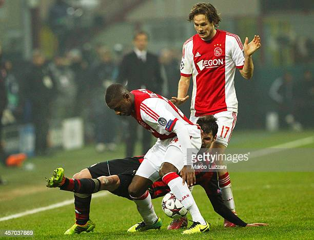 Andrea Poli of AC Milan competes for the ball with Stefano Denswil of Ajax Amsterdam during the UEFA Champions League Group H match between AC Milan...
