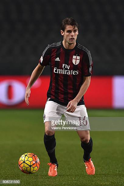 Andrea Poli of AC Milan in action during the TIM Cup match between US Alessandria and AC Milan at Olimpico Stadium on January 26 2016 in Turin Italy