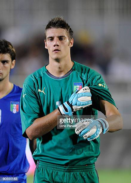 Andrea Seculin goal kepeer of Italy pose for the team shot before the UEFA U21 Championship Group 3 qualifying match between Italy and Luxembourg at...