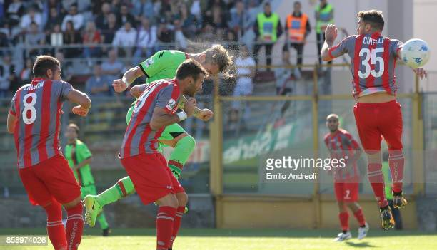 Andrea Signorini of Ternana Calcio scores his goal during the Serie B match between US Cremonese and Ternana Calcio at Stadio Giovanni Zini on...