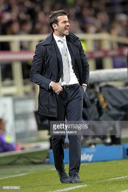 Andrea Stramaccioni head coach of Udinese Calcio shouts instructions to his players during the Serie A match between ACF Fiorentina and Udinese...