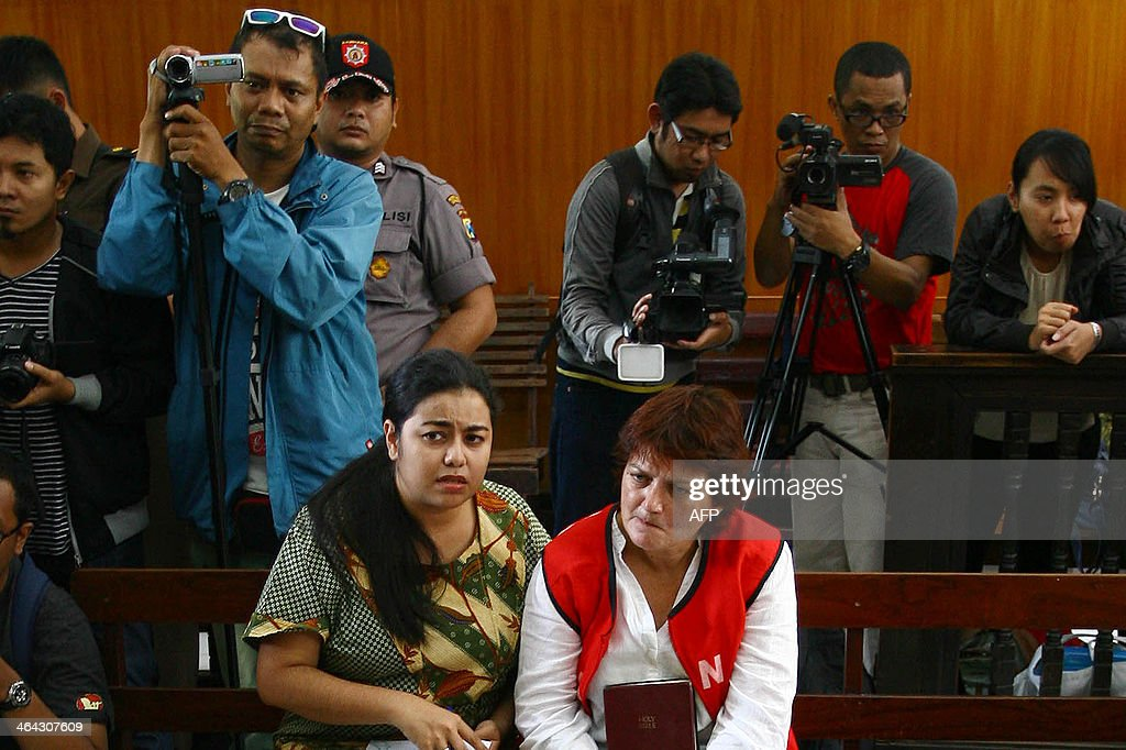 Andrea Waldeck (centre R) listens to a judge next to her interpreter (centre L) during trial at a court in Surabaya on January 22, 2014. A British woman was jailed for 14 years on January 22 but escaped the death penalty after admitting that she smuggled crystal methamphetamine into Indonesia from China. AFP PHOTO / JUNI KRISWANTO