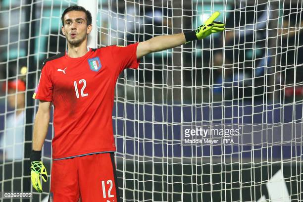 Andrea Zaccagno of Italy directs his defense during the FIFA U20 World Cup Korea Republic 2017 Semi Final match between Italy and England at Jeonju...