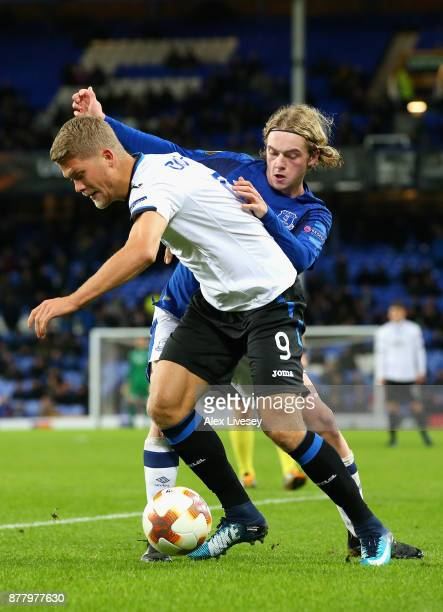 Andreas Cornelius of Atalanta and Tom Davies of Everton battle for possession during the UEFA Europa League group E match between Everton FC and...