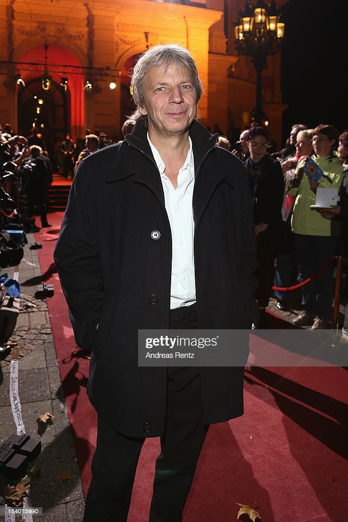 <a gi-track='captionPersonalityLinkClicked' href=/galleries/search?phrase=Andreas+Dresen&family=editorial&specificpeople=636522 ng-click='$event.stopPropagation()'>Andreas Dresen</a> arrives for the Hesse Film and Cinema Award 2012 at Alte Oper on October 12, 2012 in Frankfurt am Main, Germany.
