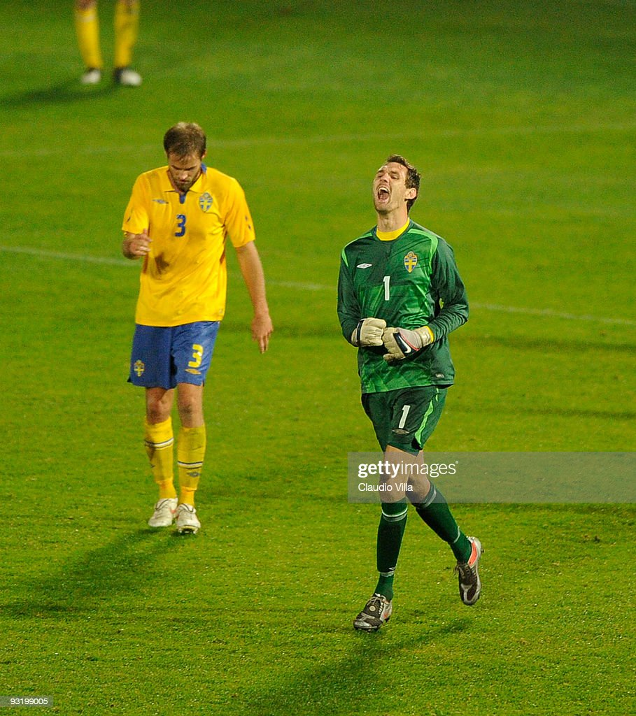 <a gi-track='captionPersonalityLinkClicked' href=/galleries/search?phrase=Andreas+Isaksson&family=editorial&specificpeople=542896 ng-click='$event.stopPropagation()'>Andreas Isaksson</a> of Sweden reacts during the friendly match between Italy and Sweden at Dino Manuzzi Stadium on November 18, 2009 in Cesena, Italy.