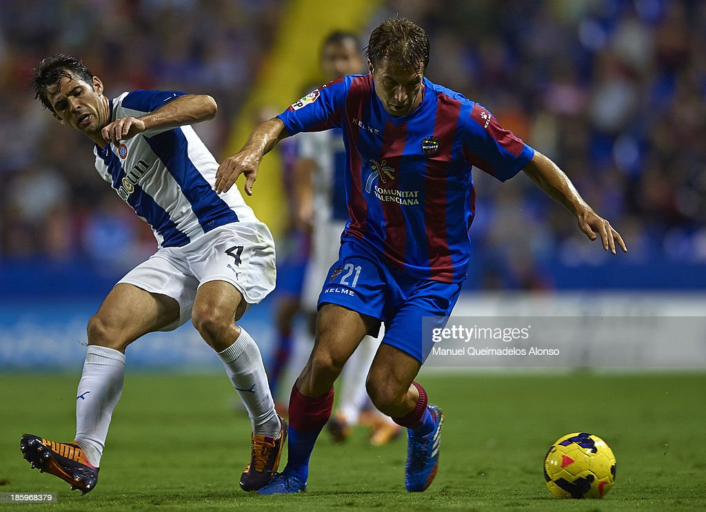 Andreas Ivanschitz (R) of Levante competes for the ball with Victor Sanchez of Espanyol during the La Liga match between Levante UD and RCD Espanyol at Estadio Ciutat de Valencia on October 26, 2013 in Valencia, Spain.