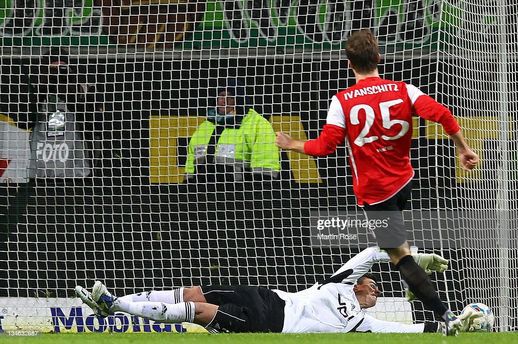<a gi-track='captionPersonalityLinkClicked' href=/galleries/search?phrase=Andreas+Ivanschitz&family=editorial&specificpeople=2140350 ng-click='$event.stopPropagation()'>Andreas Ivanschitz</a> (R) of Mainz scores his team's 1st goal over <a gi-track='captionPersonalityLinkClicked' href=/galleries/search?phrase=Diego+Benaglio&family=editorial&specificpeople=543817 ng-click='$event.stopPropagation()'>Diego Benaglio</a> (L), goalkepper of Wolfsburg during the Bundesliga match between VfL Wolfsburg and Mainz 05 at the Volkswagen Arena on December 3, 2011 in Wolfsburg, Germany.