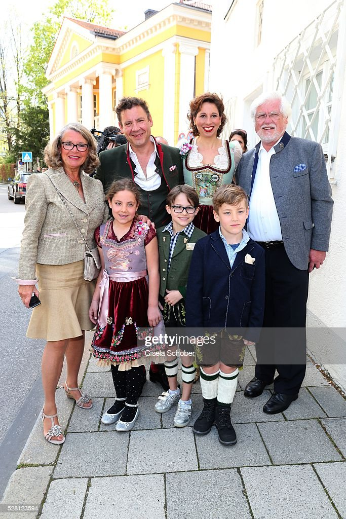 Andreas Meister, brother of David Meister and his girlfriend <a gi-track='captionPersonalityLinkClicked' href=/galleries/search?phrase=Lola+Paltinger&family=editorial&specificpeople=4284453 ng-click='$event.stopPropagation()'>Lola Paltinger</a> and children Lio Paltinger, Maxi Meister, Mia Meister and his mother Ursula Schindler (L), mother of David Meister, and her husband Ulrich Schindler during the wedding of Sophie Wepper and David Meister outside the registry office at Mandlstrasse on May 4, 2016 in Munich, Germany.