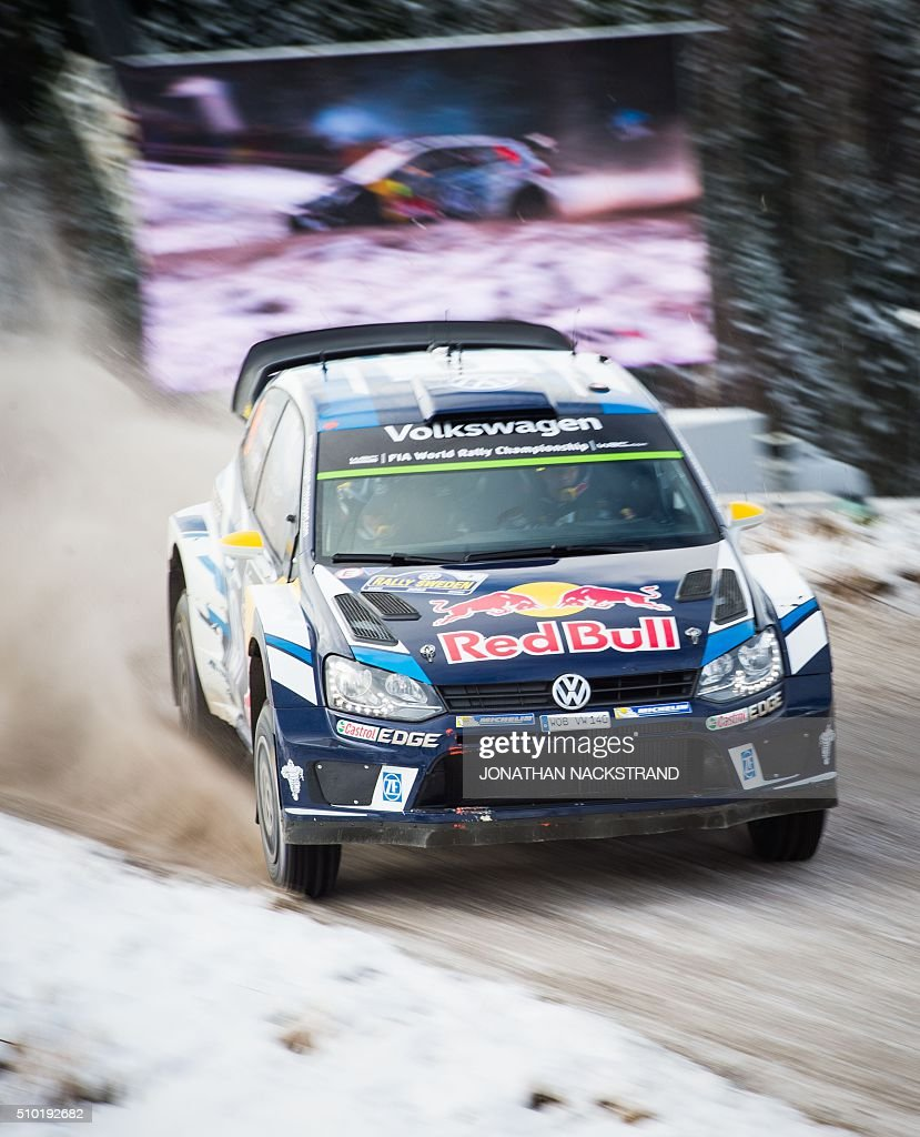 Andreas Mikkelsen of Norway and his co-driver Anders Jaeger steer their Volkswagen Polo during the final stage of the Rally Sweden, second round of the FIA World Rally Championship on February 14, 2016 in Hagfors, Sweden. / AFP / JONATHAN NACKSTRAND