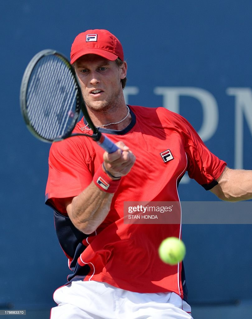 Andreas Seppi of Italy returns a shot to Somdev Devvarman of India during their 2013 US Open men's singles match at the USTA Billie Jean King National Tennis Center August 30, 2013 in New York. AFP PHOTO/Stan HONDA