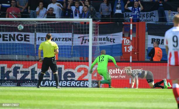 Andreas Voglsammer of Arminia Bielefeld scores the 01 during the game between Union Berlin and Arminia Bilefeld on august 27 2017 in Berlin Germany