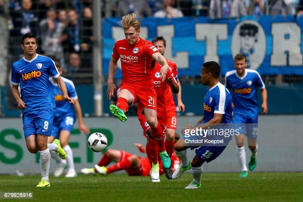 Andreas Voglsammer of Bielefeld shoots the ball during the Second Bundesliga match between VfL Bochum 1848 and DSC Arminia Bielefeld at Vonovia...