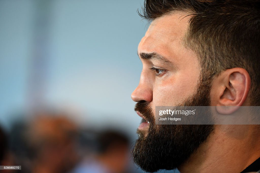 <a gi-track='captionPersonalityLinkClicked' href=/galleries/search?phrase=Andrei+Arlovski&family=editorial&specificpeople=762895 ng-click='$event.stopPropagation()'>Andrei Arlovski</a> of Belarus interacts with media during the UFC Ultimate Media Day at the Mainport Hotel on May 6, 2016 in Rotterdam, Netherlands.