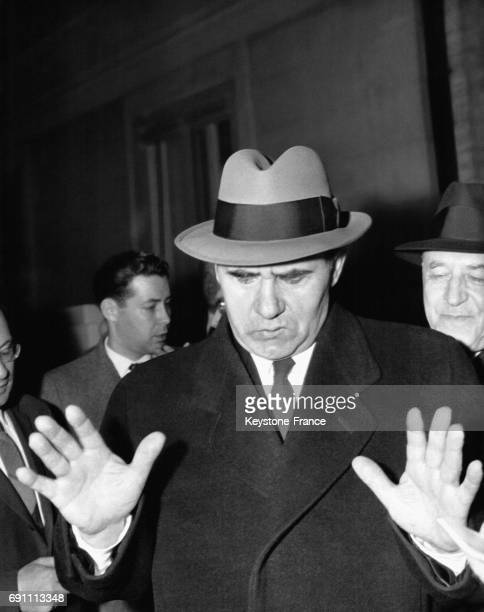 Andrei Gromyko le visage fermé et refusant de répondre aux journalistes après son entrevue préliminaire sur le désarmement avec Dean Rusk et Lord...