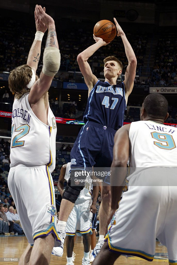 Andrei Kirilenko #47 of the Utah Jazz gets a shot off over <a gi-track='captionPersonalityLinkClicked' href=/galleries/search?phrase=Chris+Andersen+-+Basketballspieler&family=editorial&specificpeople=12319595 ng-click='$event.stopPropagation()'>Chris Andersen</a> #12 and George Lynch #9 of the New Orleans Hornets at the New Orleans Arena on March 4, 2005 in New Orleans, Louisiana.
