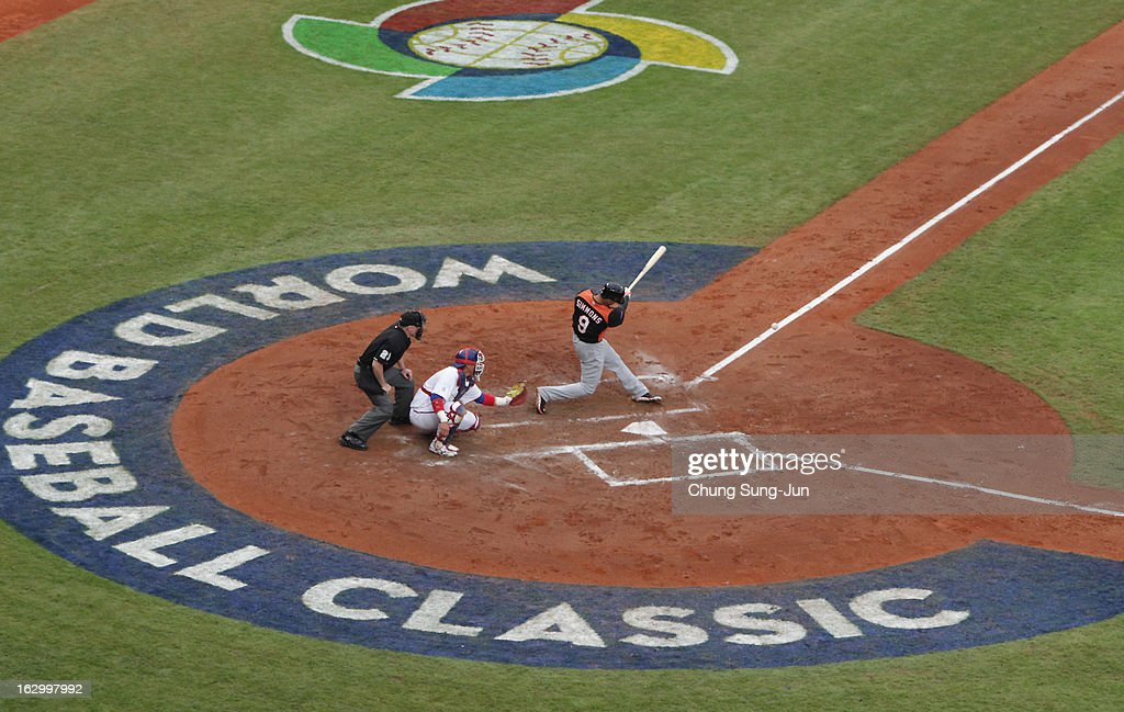 <a gi-track='captionPersonalityLinkClicked' href=/galleries/search?phrase=Andrelton+Simmons&family=editorial&specificpeople=8978424 ng-click='$event.stopPropagation()'>Andrelton Simmons</a> of Netherlands bats in the third inning during the World Baseball Classic First Round Group B match between the Netherland and Chinese Taipei at Intercontinental Baseball Stadium on March 3, 2013 in Taichung, Taiwan.