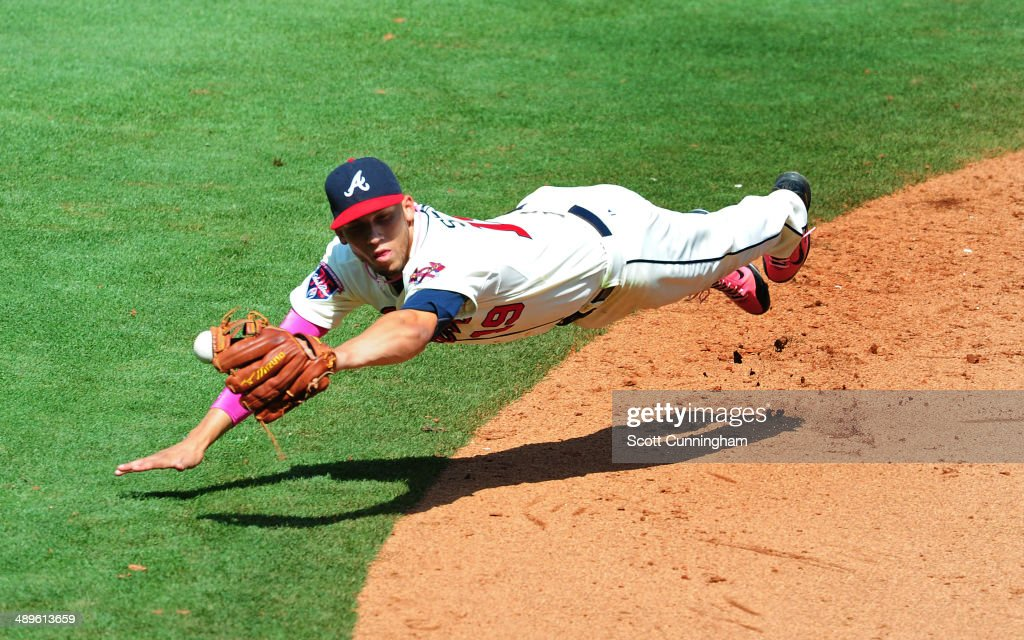 <a gi-track='captionPersonalityLinkClicked' href=/galleries/search?phrase=Andrelton+Simmons&family=editorial&specificpeople=8978424 ng-click='$event.stopPropagation()'>Andrelton Simmons</a> #19 of the Atlanta Braves is unable to hold on to an 8th inning line drive against the Chicago Cubs at Turner Field on May 11, 2014 in Atlanta, Georgia.
