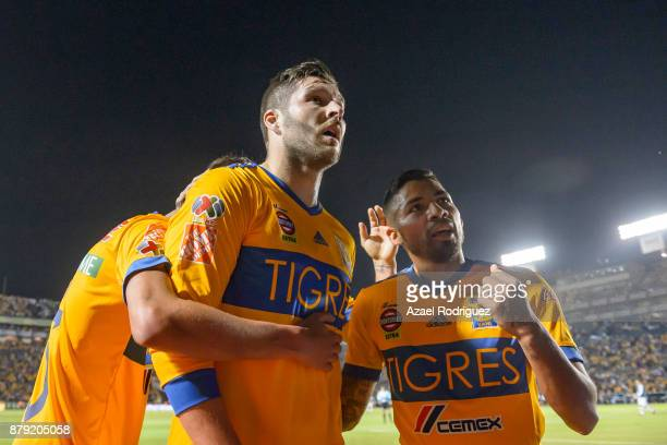 AndrePierre Gignac of Tigres celebrates with teammates after scoring his team's first goal during the quarter finals second leg match between Tigres...