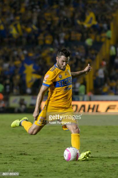 AndrePierre Gignac of Tigres kicks the ball during the 14th round match between Tigres UANL and Toluca as part of the Torneo Apertura 2017 Liga MX at...
