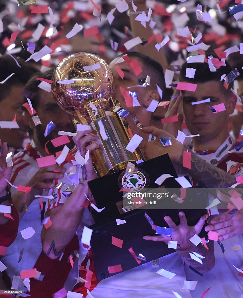 Andres D'Alessandro of River Plate lifts the trophy after winning the Recopa Sudamericana 2016 during a second leg match between River Plate and...