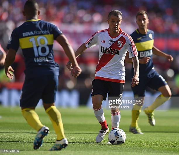 Andres D´alessandro of River Plate vies for the ball with Frank Fabra of Boca Juniors drives the ball during a match between River Plate and Boca...