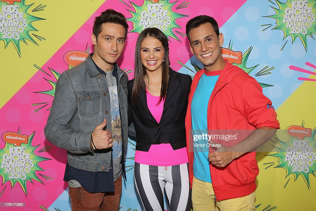 Andres De La Fuente and guests arrive at Kids Choice Awards Mexico 2013 at Pepsi Center WTC on August 31, 2013 in Mexico City, Mexico.
