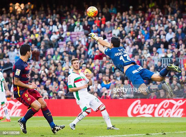 Andres Fernandez of Granada CF clears the ball past Luis Suarez of FC Barcelona during the La Liga match between FC Barcelona and Granada CF at Camp...