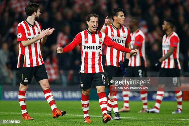 Andres Guardado of PSV celebrates after victory in the group B UEFA Champions League match between PSV Eindhoven and CSKA Moscow held at Philips...