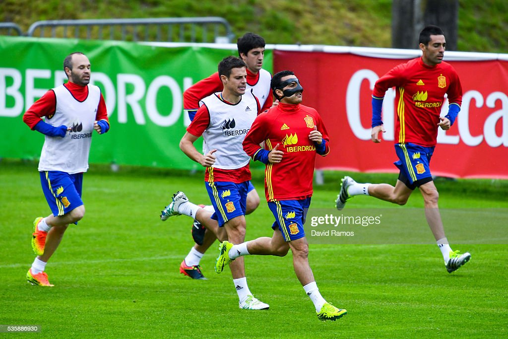 Andres Iniesta, Cesar Azpilicueta, Mikel San Jose, Pedro Rodrigez and Bruno Soriano of Spain warm up during a training session on May 30, 2016 in Schruns, Austria.