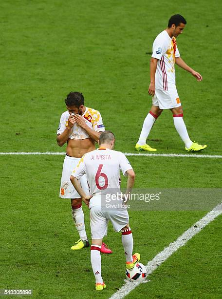 Andres Iniesta Cesc Febregas and Pedro Rodriguez of Spain show their dejection after Italy's second goal during the UEFA EURO 2016 round of 16 match...