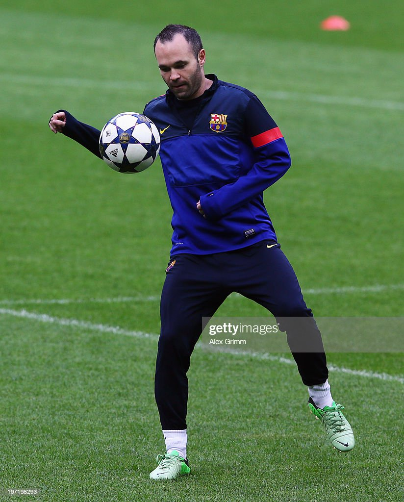 Andres Iniesta controles the ball during a FC Barcelona training session ahead of their UEFA Champions League Semi Final first leg match against FC Bayern Muenchen on April 22, 2013 in Munich, Germany.