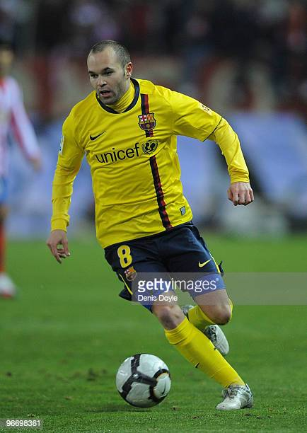 Andres Iniesta of Barcelona during the La Liga match between Atletico Madrid and Barcelona at Vicente Calderon Stadium on February 14 2010 in Madrid...