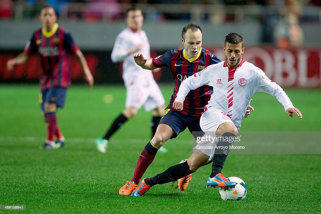 Andres Iniesta (L) of FC Barcelona competes for the ball with <a gi-track='captionPersonalityLinkClicked' href=/galleries/search?phrase=Diogo+Figueiras&family=editorial&specificpeople=10127097 ng-click='$event.stopPropagation()'>Diogo Figueiras</a> (R) of Sevilla FC during the La Liga match between Sevilla FC and FC Barcelona at Estadio Ramon Sanchez Pizjuan on February 9, 2014 in Seville, Spain.