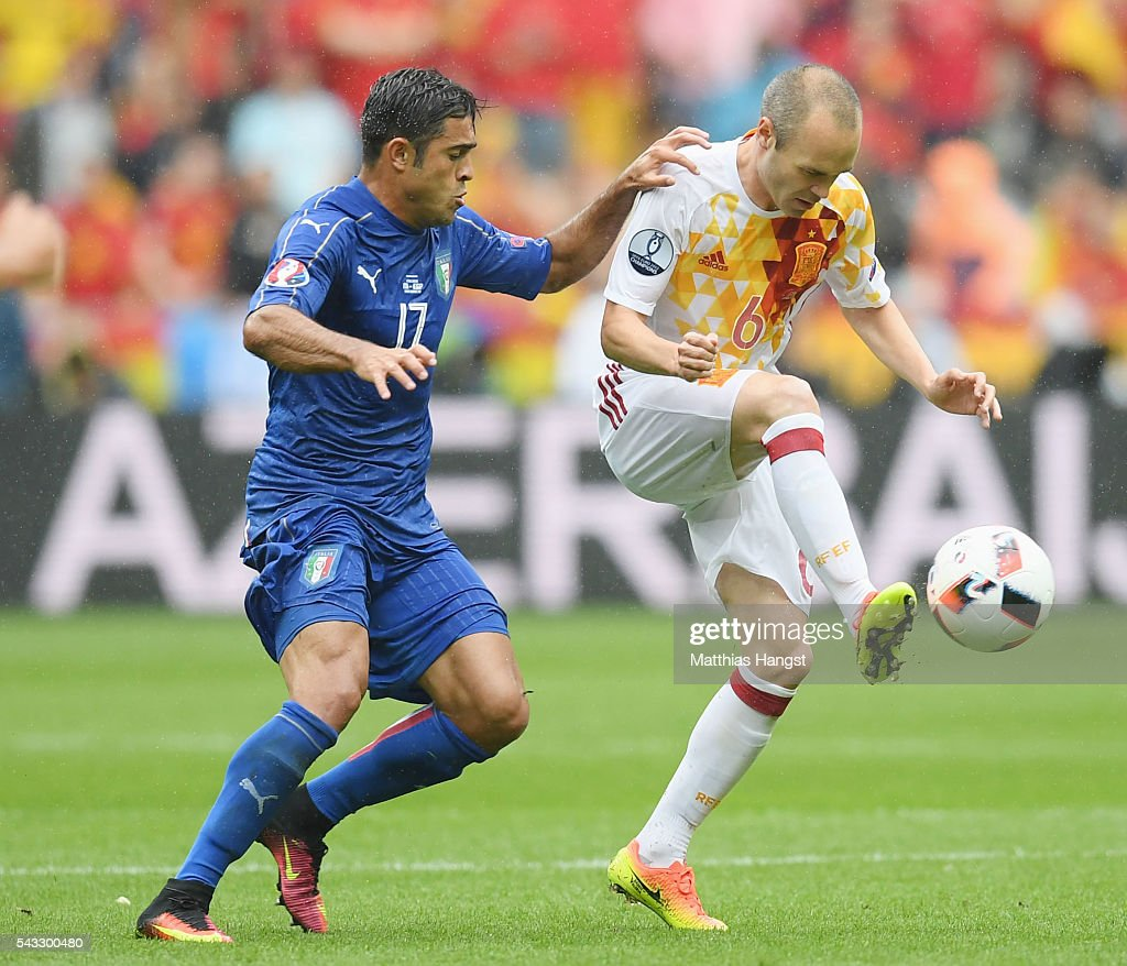 <a gi-track='captionPersonalityLinkClicked' href=/galleries/search?phrase=Andres+Iniesta&family=editorial&specificpeople=465707 ng-click='$event.stopPropagation()'>Andres Iniesta</a> of Spain and Eder of Italy compete for the ball during the UEFA EURO 2016 round of 16 match between Italy and Spain at Stade de France on June 27, 2016 in Paris, France.