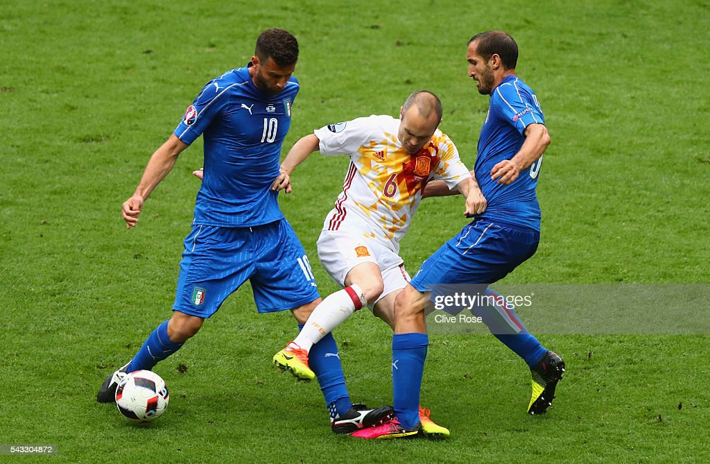 <a gi-track='captionPersonalityLinkClicked' href=/galleries/search?phrase=Andres+Iniesta&family=editorial&specificpeople=465707 ng-click='$event.stopPropagation()'>Andres Iniesta</a> (C) of Spain competes for the ball against <a gi-track='captionPersonalityLinkClicked' href=/galleries/search?phrase=Thiago+Motta+-+Brazilian+Soccer+Player+-+Born+1982&family=editorial&specificpeople=631059 ng-click='$event.stopPropagation()'>Thiago Motta</a> (L) and <a gi-track='captionPersonalityLinkClicked' href=/galleries/search?phrase=Giorgio+Chiellini&family=editorial&specificpeople=605793 ng-click='$event.stopPropagation()'>Giorgio Chiellini</a> (R) of Italy during the UEFA EURO 2016 round of 16 match between Italy and Spain at Stade de France on June 27, 2016 in Paris, France.