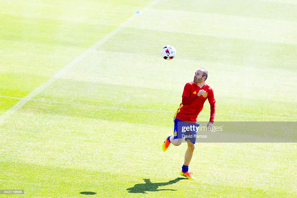 <a gi-track='captionPersonalityLinkClicked' href=/galleries/search?phrase=Andres+Iniesta&family=editorial&specificpeople=465707 ng-click='$event.stopPropagation()'>Andres Iniesta</a> of Spain juggles the ball during a training session ahead of their UEFA Euro 2016 round of 16 match against Italy at Complexe Sportif Marcel Gaillard on June 26, 2016 in La Rochelle, France.