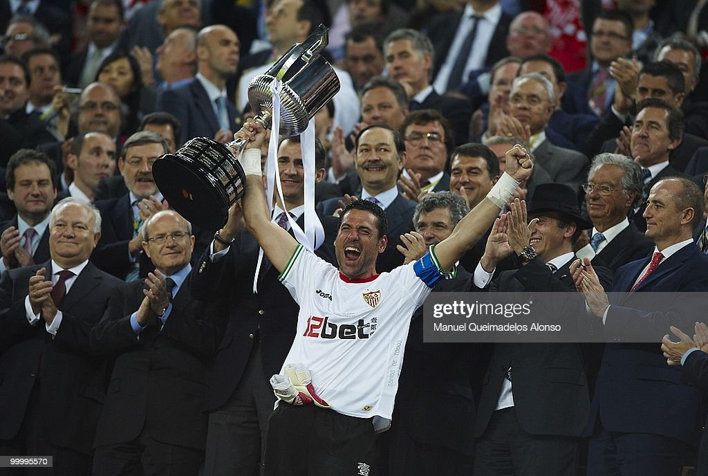 Andres Palop of Sevilla holds up the trophy after the Copa del Rey final between Atletico de Madrid and Sevilla at Camp Nou stadium on May 19, 2010 in Barcelona, Spain. Sevilla won 2-0.