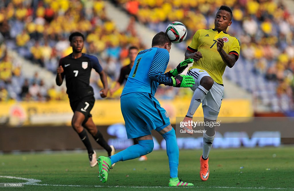 Andres Renteria (R) of Colombia struggles for the ball with goalkeeper Ethan Horvath (C) of US during a U-23 Olympic Qualifying Playoff match between Colombia and USA at Metropolitano Roberto Melendez Stadium on March 25, 2016 in Barranquilla, Colombia.
